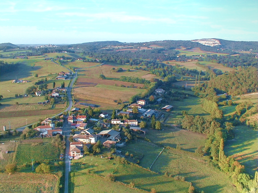 Photo aerienne de la commune de Bouzin