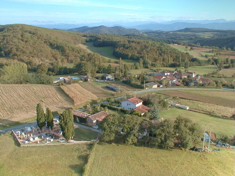 Photo aerienne de la commune de Bouzin
