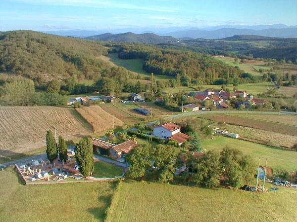 Photo aérienne de la commune de Bouzin en Haute-Garonne