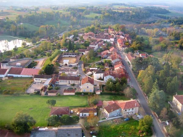 Vue aerienne de Castelnau d'Auzan