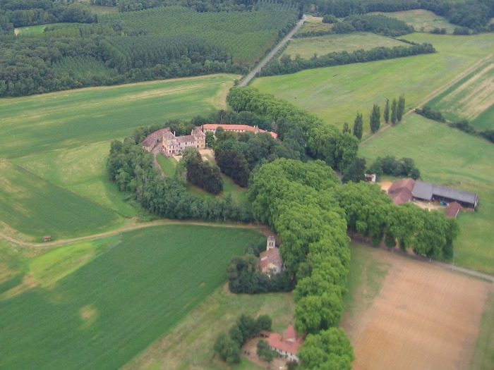 Vue aerienne du Chateau de Barrau 32240 Castex d'Armagnac