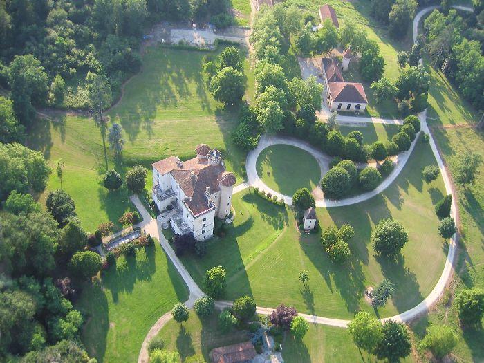 Vue aérienne du Chateau Lacaze à Parleboscq