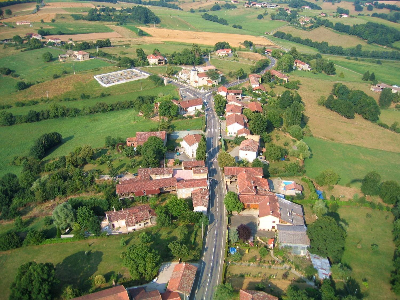 Photo aerienne  de la commune de Figarol