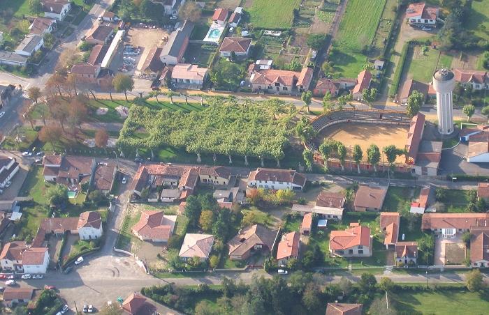 vue aerienne des arènes de Gabarret