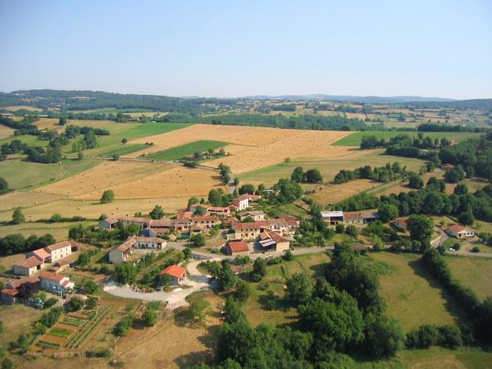 vue aerienne de Les Assivets 31360 Castillon de Saint-Martory