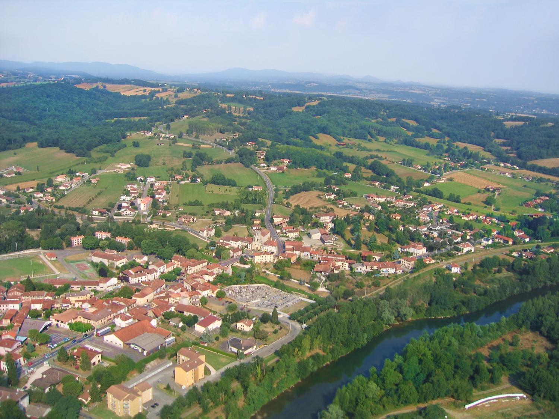 Vue aerienne de Mane en Haute-Garonne