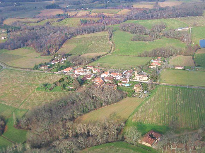 Vue aérienne de Monclar en Armagnac