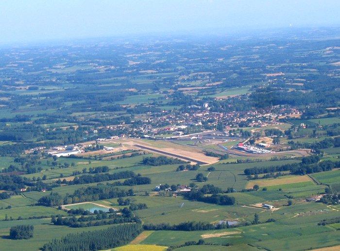 Vue aérienne en approche de l'aérodromme Jean Armagnac de Nogaro