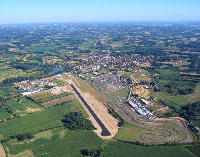 Photo aérienne de L'aérodromme Jean Armagnac et du circuit automobile Paul Armagnac