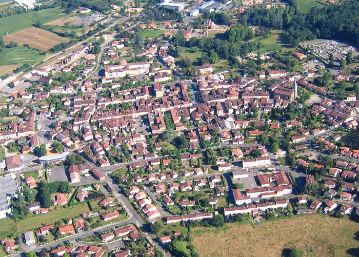 Photo aerienne du centre-ville de Nogaro