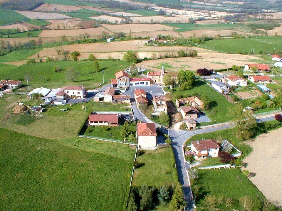 Photo aérienne du centre d'Alan en Haute-Garonne