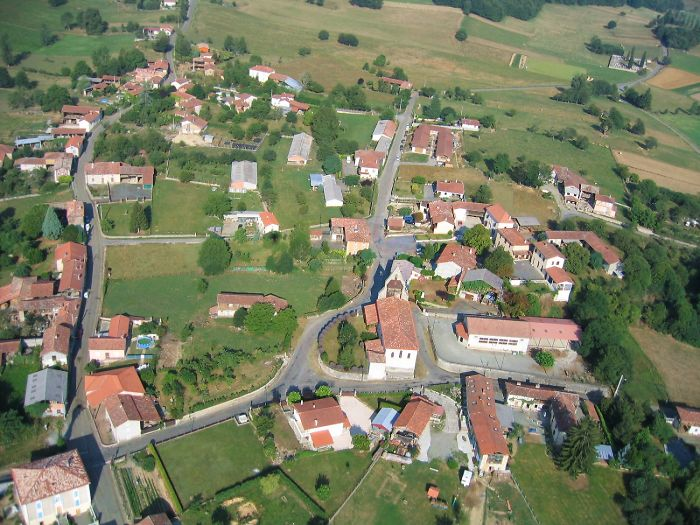 Vue aerienne de Rouede en Haute-Garonne