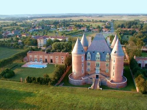 vue aerienne du chateau de Saint-Elix-le-Chateau